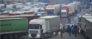 Росія призупинила рух вантажних транспортних засобів, зареєстрованих в Україні