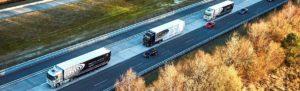 «Мы создаем новую, высокоэффективную и открытую логистическую сеть. Подключаем грузовики к интернету, что делает их мобильными элементами логистической сети, подключенной к Центру обработки данных» — прокомментировал испытания Вольфганг Бернхард, «Эта сеть соединяет всех, кто причастен к товарообороту: водителей, диспетчеров, операторов, мастерские, производителей, страховые компании и органы власти. В режиме реального времени они получают информацию о состоянии тягача и полуприцепа, трафике и погодных условиях, наличии парковок и станций технического обслуживания на трассе, зонах отдыха и многом другом». По словам испытателей, сочетание бесплотного режима и ручного управления может на семь процентов уменьшить расход топлива и вдвое сократит занимаемое пространство на дороге. Одновременно повышается безопасность дорожного движения. Концепция беспилотных автоперевозок, которую немецкий концерн реализует с 2013 года, называется Mercedes-Benz Trucks Highway Pilot Connect. Она подразумевает подключение всех грузовиков к интернету и автоматизацию управления ими с сервера.